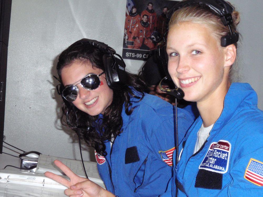 Danielle a Mignon v řídicím středisku