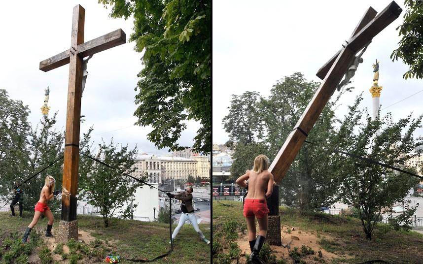 """Ukázka """"uměleckého"""" ničení křesťanských symbolů ve jménu Pussy Riot na Ukrajině"""
