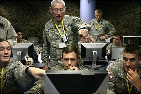 Vojáci zabývající se elektronickou bezpečností.