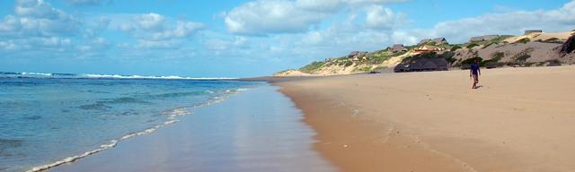 nekonečné a liduprázdné mozambické pláže