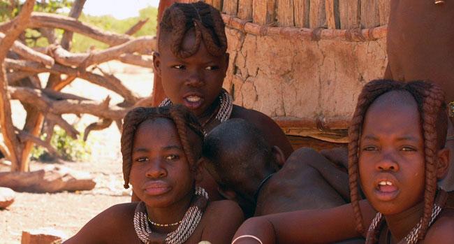 devčata a jejich účesy