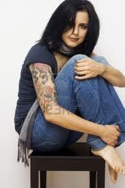 Jestli máte tetování, dredy nebo piercing, asi nebudete kariérista