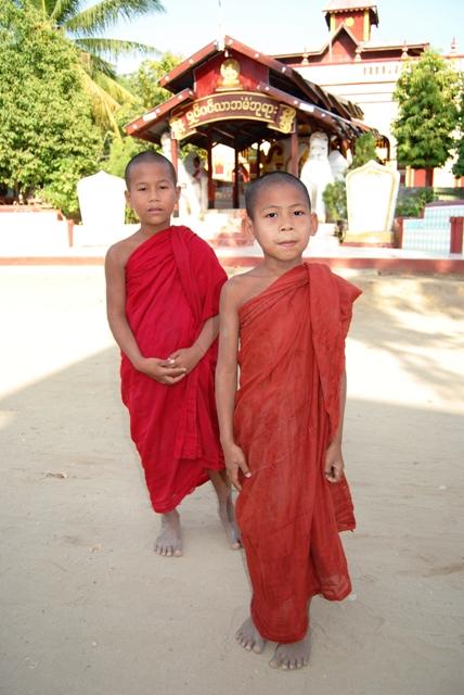 novicové v klášteře Salay