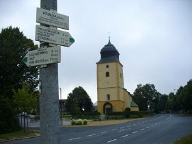 Přimda, kostel sv. Jiří, a rozcestník.jpg