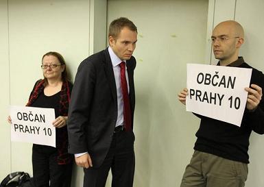 Doba, kdy si vedení radnice P10 mohlo dovolit přehlížet aktivní občany, pomalu končí (autor fotky:Eugen Kukla)