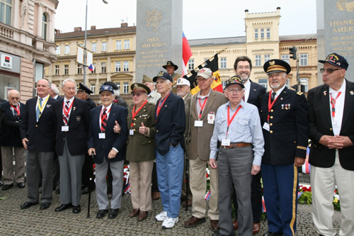 Ambassador Eisen with veterans in Pilsen