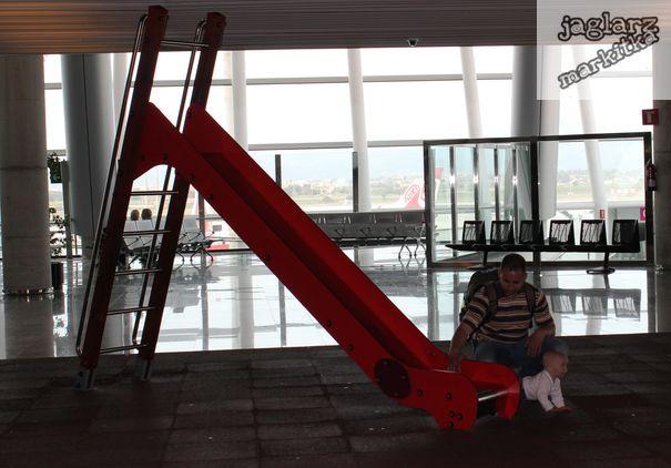 airport-childen-jaglarzova.jpg