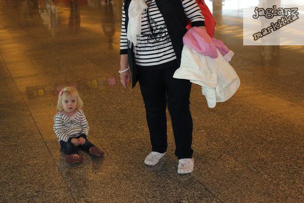 airport-girl-jaglarzova.jpg