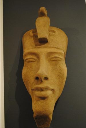 maska-krale-amenhotepa-ctvrteho.jpg