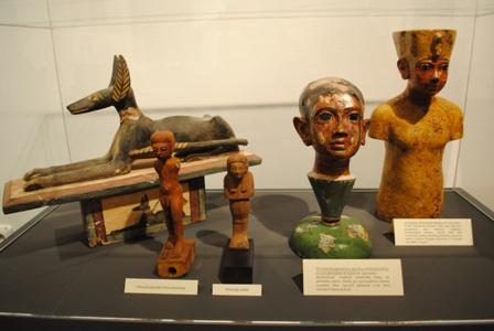 predmety-z-hrobky-tutanchamona.jpg