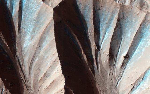 Gasa-Crater.jpg