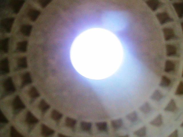 Otvor v kupoli Pantheonu