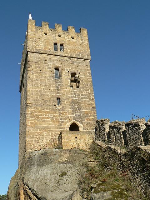 Helfenburk, věž od jihovýchodu