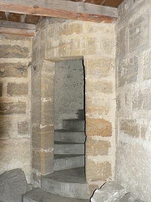 Helfenburk, vstup na schodiště ve věži