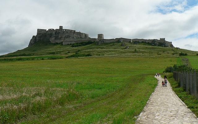 cesta na Spišský hrad ze Spišského podhradí