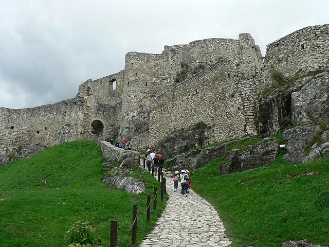 Spišský hrad, cesta na horní hrad