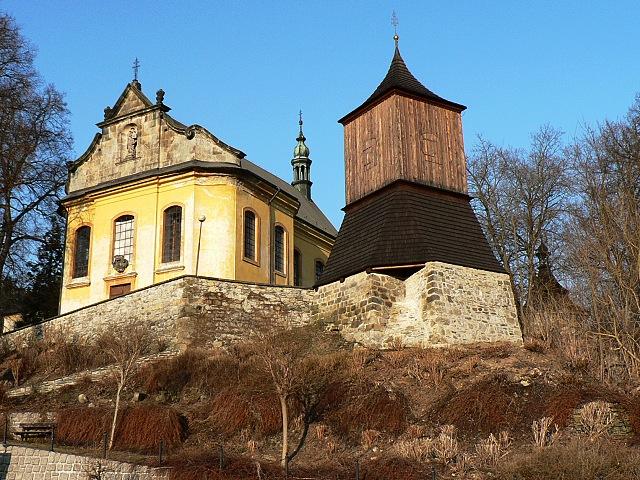 kostel sv. Jakuba Většího a dřevěná zvonice