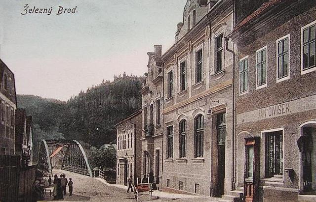 Nádražní ulice a železný most, stará pohlednice