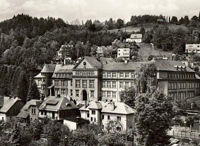 sklářská škola, výřez ze staré pohlednice