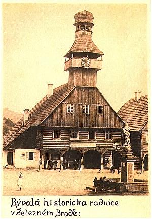 roubená radnice zbouraná r. 1890, stará pohlednice