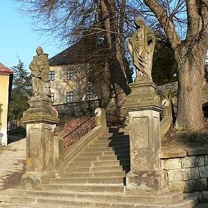 schody ke kostelu