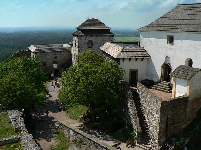 Pohled z paláce směrem k šesté bráně.