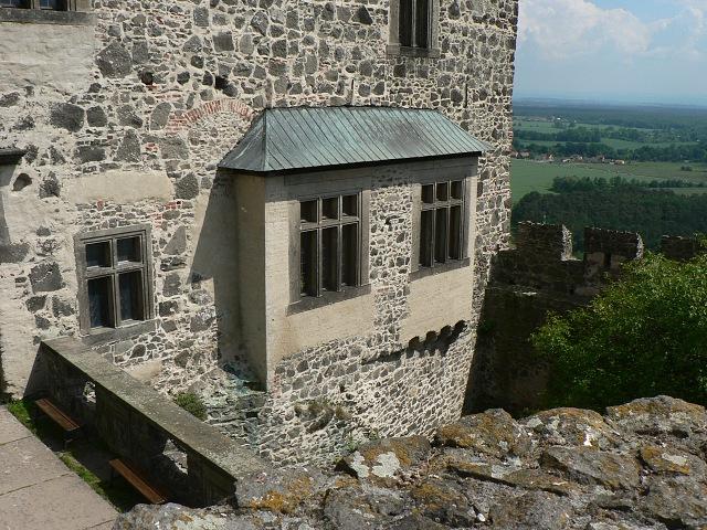Zajímavý okenní prvek paláce.