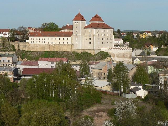 Boleslavský hrad od západu, duben 2012.