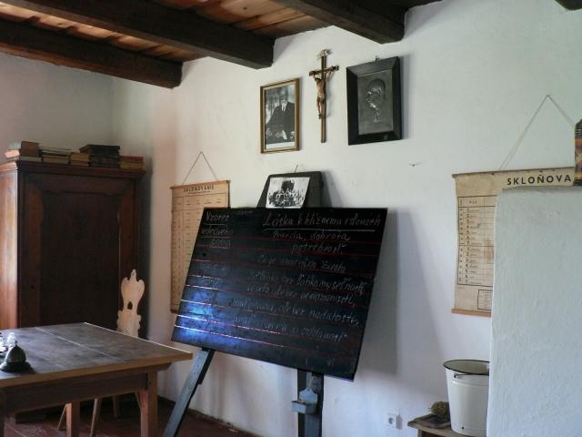 Rodinný dům z Údola, interiér upraven do podoby školy z období 1. republiky