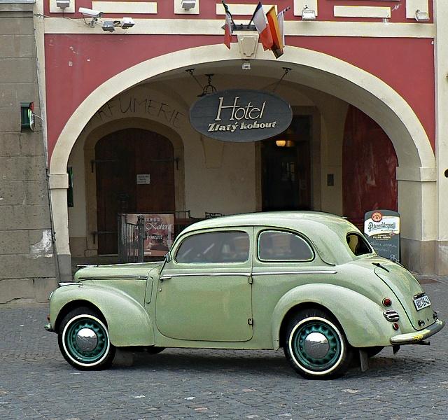 Škoda 1102, karosérie tudor.