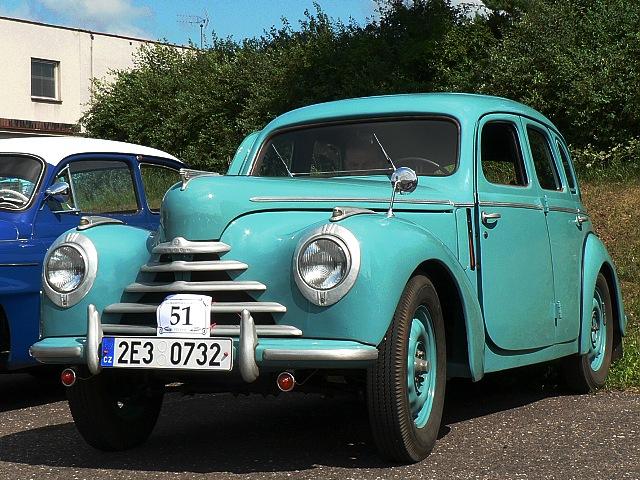 Škoda 1102, čtyřdveřová karoserie sedan.