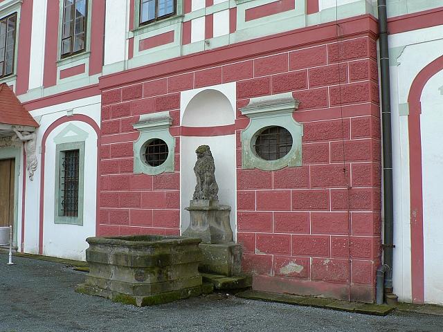 Zámek Mnichovo Hradiště, kašna.