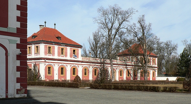 Zámek Mnichovo Hradiště, hospodářské objekty.