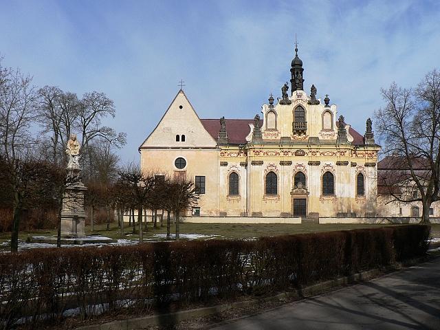 Řádový Kostel sv. Tří králů a kaple sv. Anny.