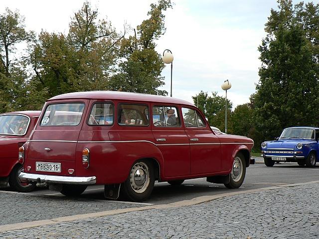 """Škoda 1202 STW de Luxe, """"luxusní"""" verze měla ozdobnou lištu z eloxovaného hliníku."""