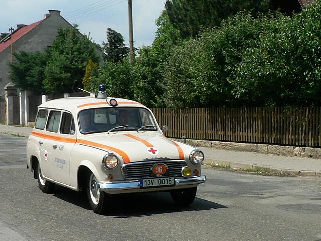Škoda 1202 sanita, zprvu dostávaly sanitky jedno mlhové světlo žluté barvy, později už měly tato světla dvě.