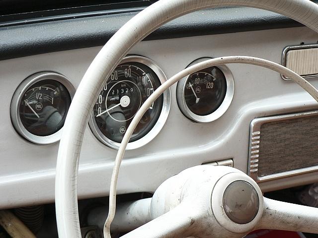 Škoda 1202, přístrojová deska.