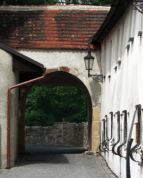 Západní brána.