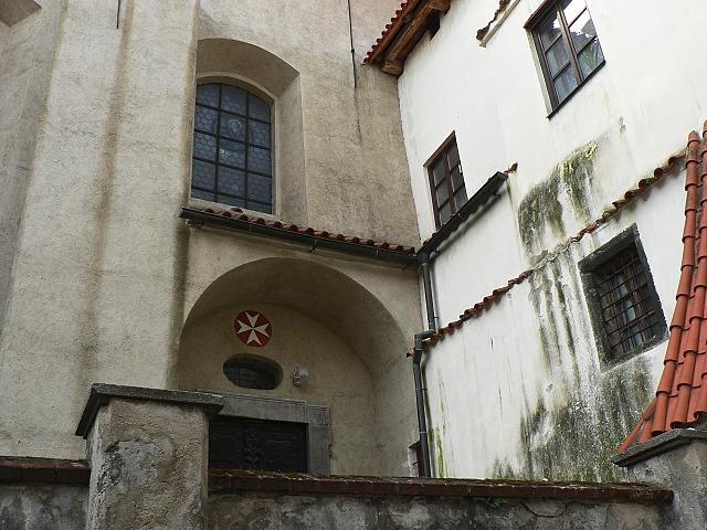 Detail stavebního styku kostela sv. Prokopa a kapitulní síně.