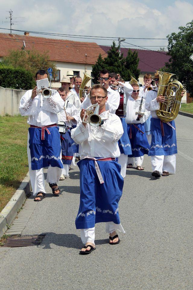 DH Ištvánci při pochodu obcí; Autor: Jan Vančík