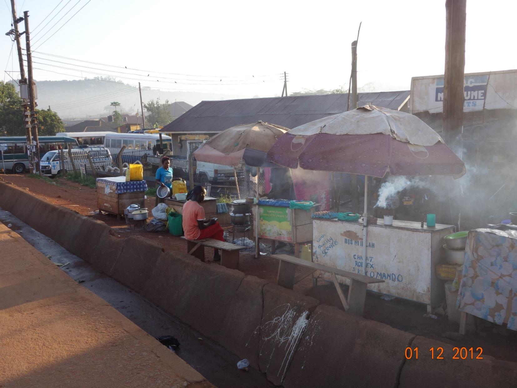 Ranní bufet Uganda.JPG