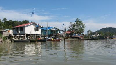 Rybářská vesnice na Borneu