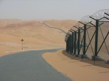 Plot oddělující Emiráty od Saudské Arábie