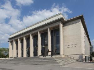 Pohled na hlavní vstup Janáčkova divadla