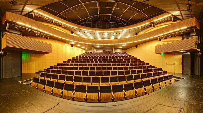 Divadelní sál Reduty, pohled z jeviště do hlediště