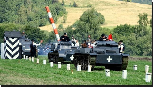 Nacistické symboly na některých snímcích jsou použity v souvislosti s ukázkou.