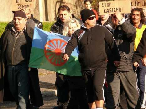 Janov 17.11.2008 - demostrace Romů proti neonacismu.