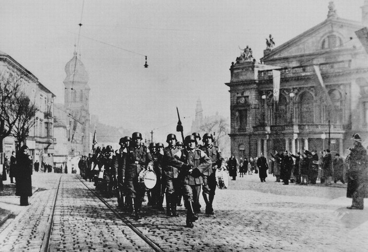 Pochod nacistů na první výročí obsazení Plzně