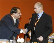 Paroubek gratuluje Sobotkovi k dalšímu zvýšení státního dluhu