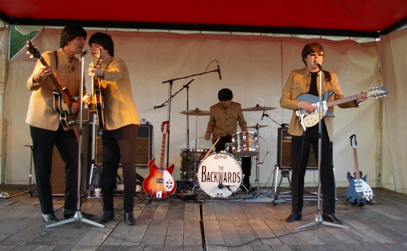 Takhle to rozjíždí kapela The Backwards v květnu na koncertě v Bojniciach. Zdroj: Simona Mišunová